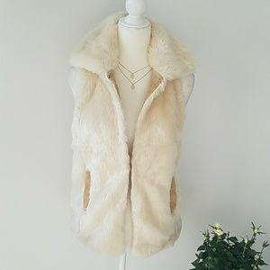 Jackets & Blazers - 💎MOVING SALE💎 Faux Fur Cream Vest